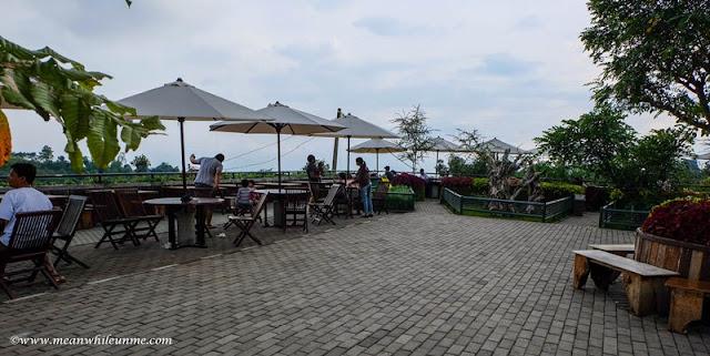 Ngenyot Ngedot Ngempeng Susu di Farmhouse Susu Lembang, Bandung restoran akad