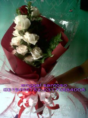 bunga tangan toko bunga surabaya