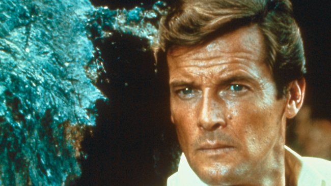 Roger Moore dalam Live and let die