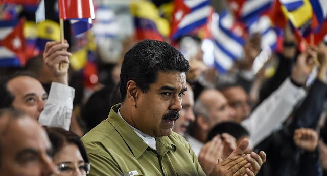 A Venezuela é um lugar sombrio e fértil para o medo: pessoas buscam alimentos no lixo, a malária está de volta e crianças mortas são colocados em caixões de papelão