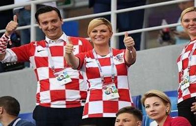 Le président de la Croatie embrasse les footballeurs aux vestiaires Coupe du monde 2018