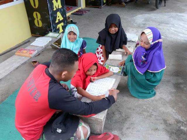Personel Kodim Ternate Ajar Anak-Anak di Hiri Mengaji Al-Quran