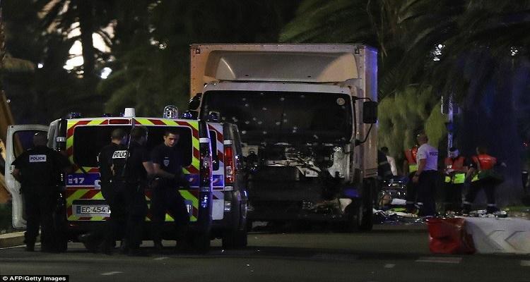 برلمانى فرنسى يفجر مفاجأة حول ما تم العثور عليه داخل شاحنة الدهس بمدينة نيس