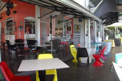 Salle du restaurant le Zandoli aux 3 Îlets en Martinique, blog Délices à Paris.