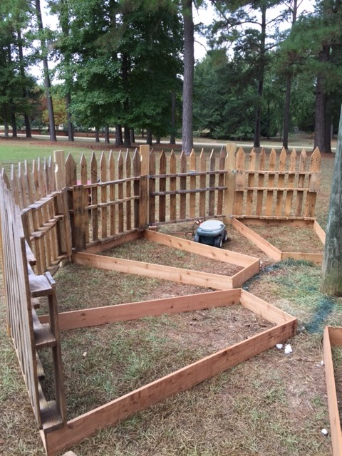 Growing Branches No Dig Pallet Fence