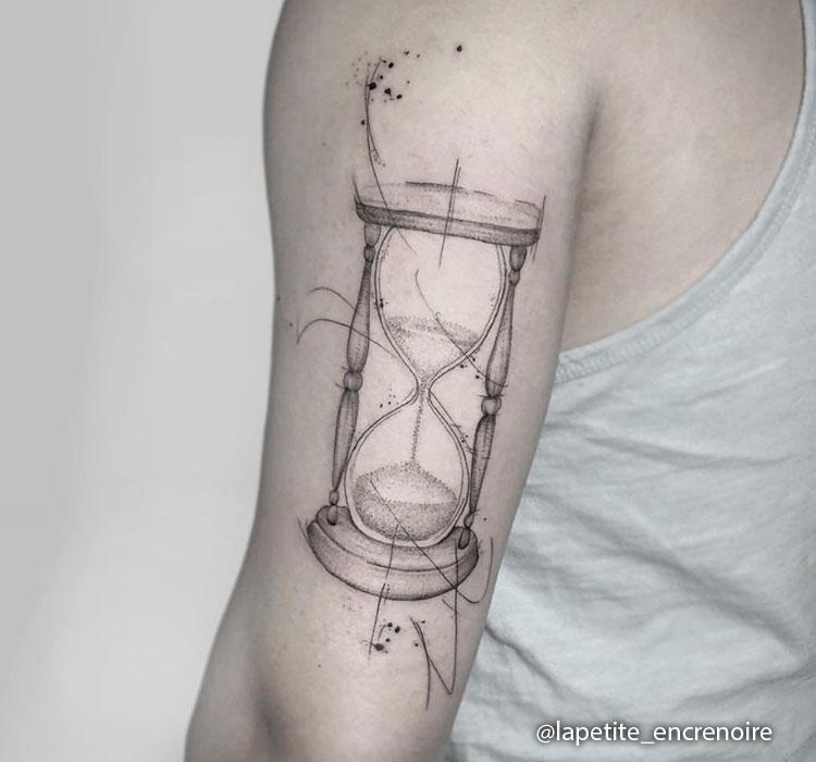 Tatuaje de Reloj de Arena Fino