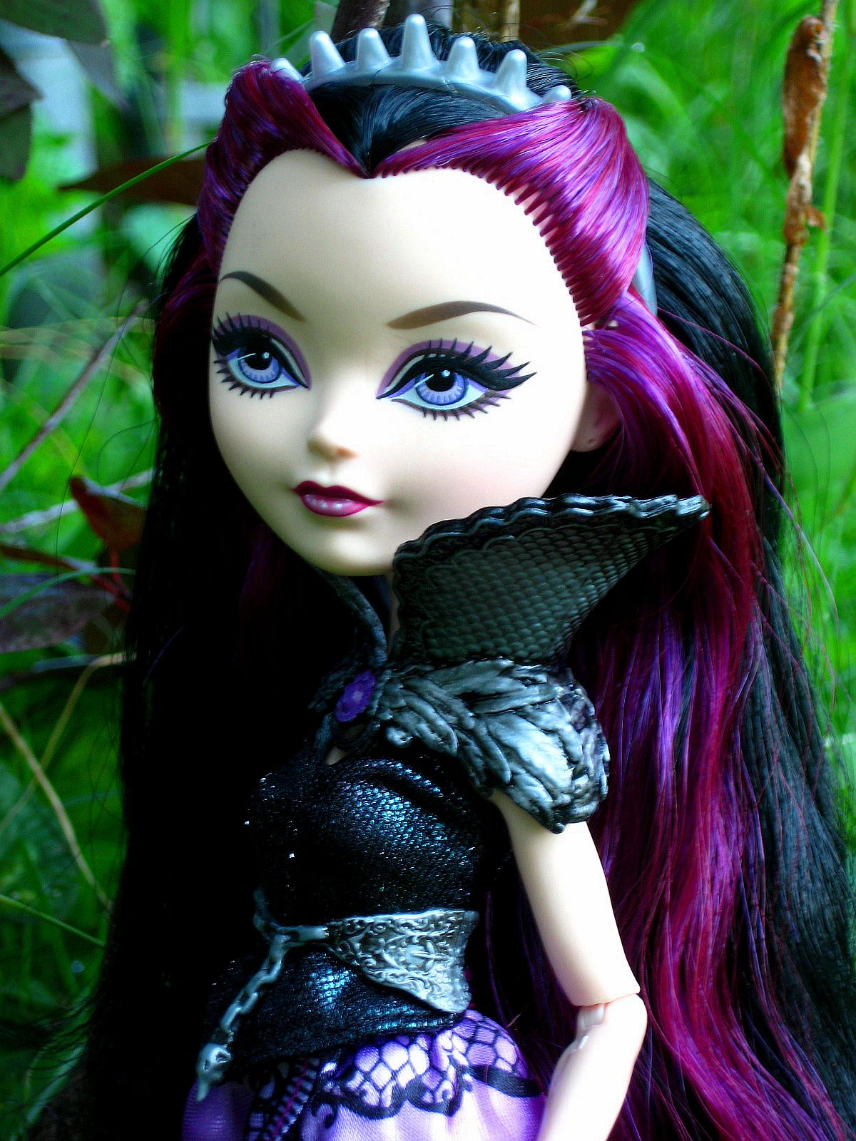 Voicething: Review: Ever After High -- Raven Queen