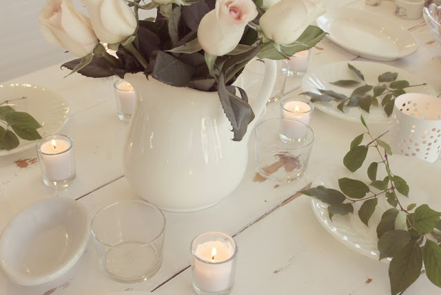 hellolovely-hello-lovely-studio-romantic-farmhouse-table-holiday-roses-white-gold