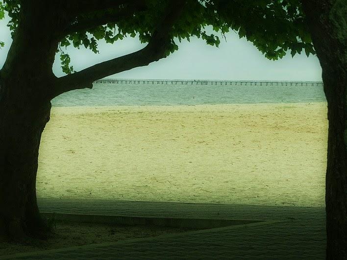 Praia do Laranjal, em Pelotas, com trapiche, ao fundo