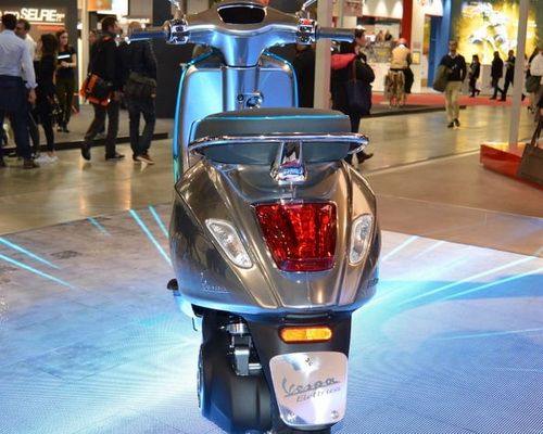 Tinuku.com Piaggio Group announced electric-powered Vespa Elettrica at EICMA Motorcycle Show 2016 in Milan