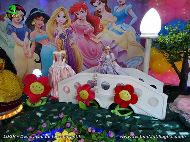Mesa decorada festa Princesas da Disney - Aniversário infantil