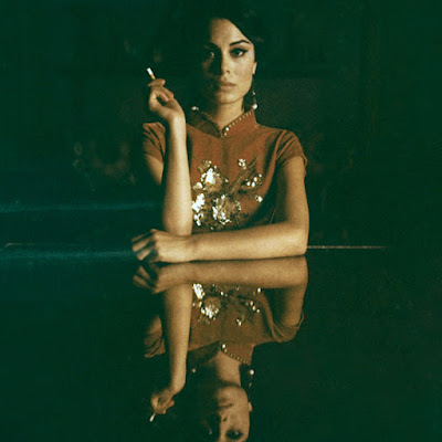 http://payload406.cargocollective.com/1/1/34689/10439800/7---Ossessione---Nathalie-Kelley---Neil-Krug_670.jpg