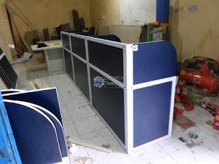 Meja Sekat Kantor + Furniture Semarang + Pesan Furniture Cepat