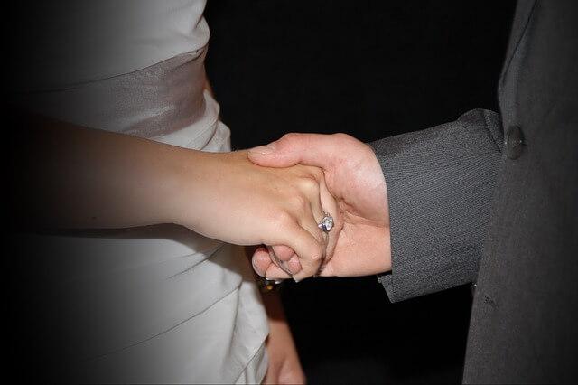 أشياء تكشف كذب الرجال| كيف أكتشف كذب زوجي من تصرفاته؟8 علامات لكشف الكذب.