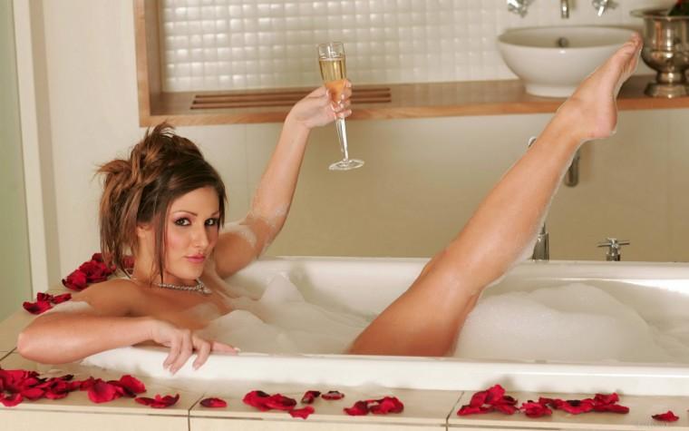 голая сестра в ванной фото