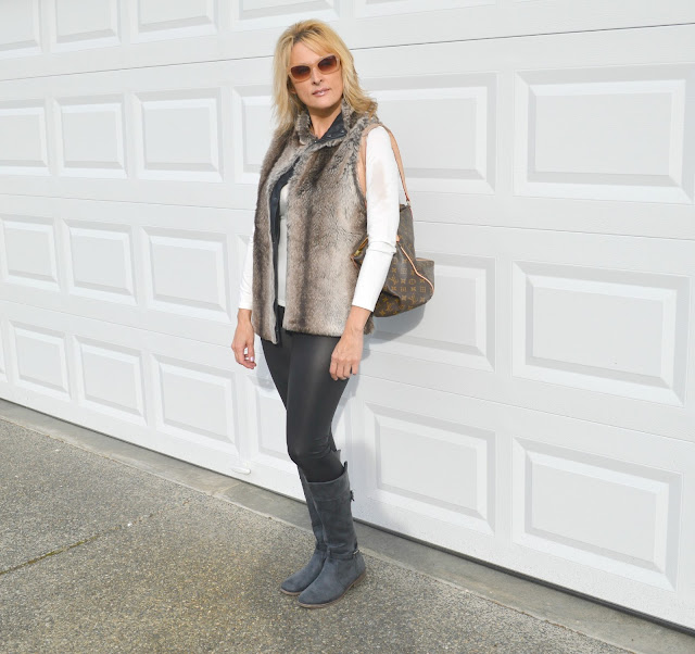 faux fur, fashion over forty, fiftyandfabulous, bremerton, leggings,