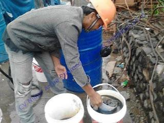 Pada saat truck mixer sampai di lokasi diadakan pengambilan slump beton dimana slump yang disyaratkan 6 – 10 cm