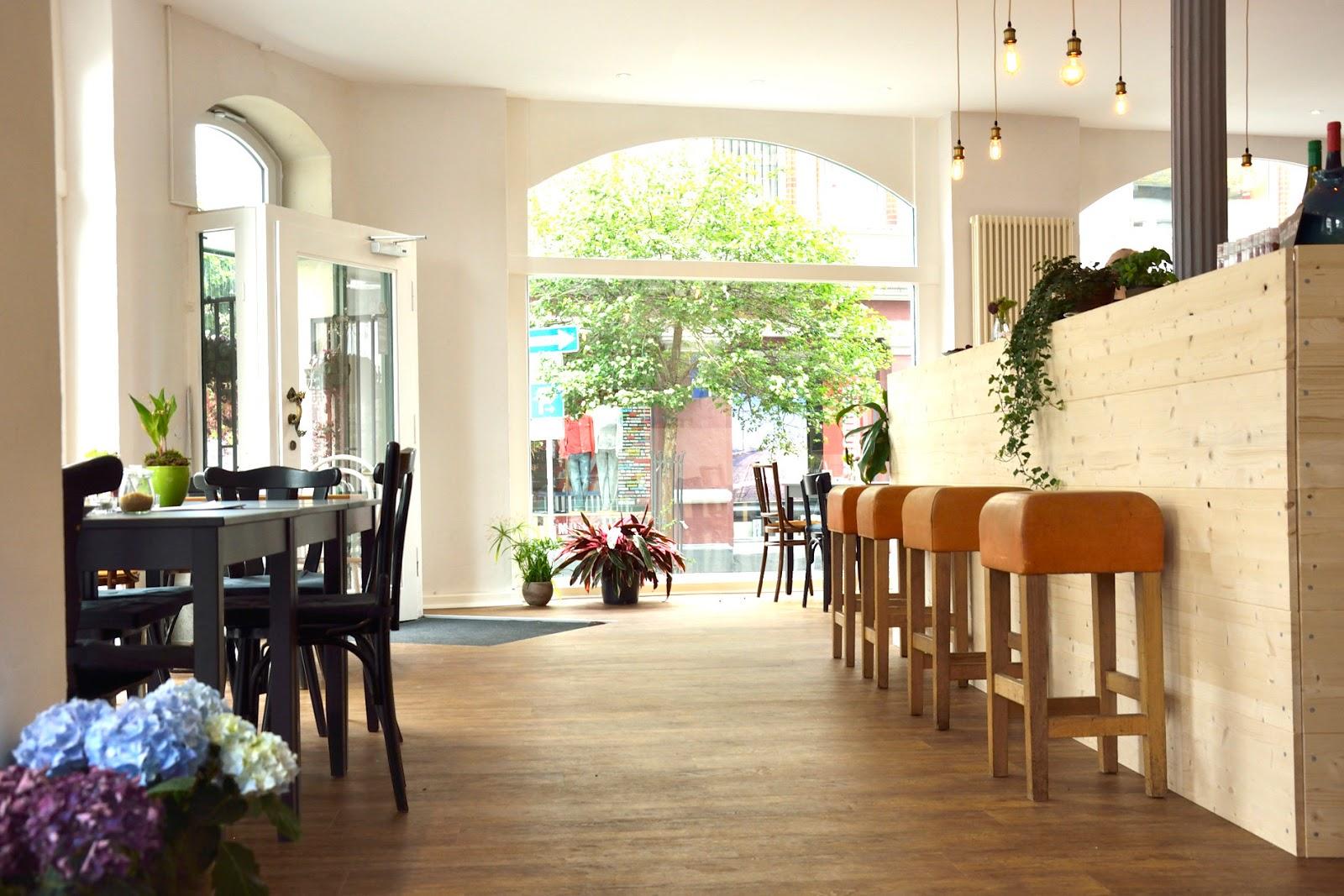 Cafe Wohnzimmer Schl U00fcchtern