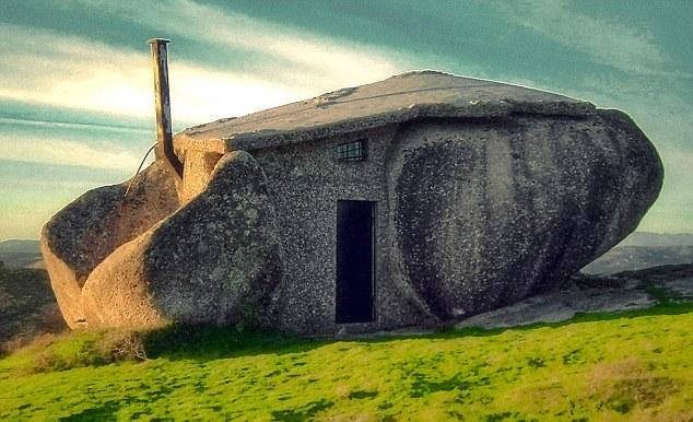 岩と融合した建築?自然と融合してしまった建築たち8選 岩と融合してしまった建築