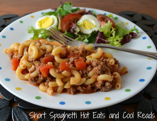 Short Spaghetti aka Goulash Recipe from Hot Eats and Cool Reads! Delicious, easy and budget friendly! Ready in less than 30 minutes and serve with a salad, veggies and bread!