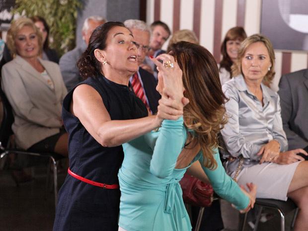 8c5fa577e Disposta a impedir que Griselda (Lilia Cabral) se mude para o condomínio  Marapendi Dreams