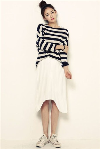 Model Penampilan Rok Panjang Belah Setengah Melingkar cewek kekinian