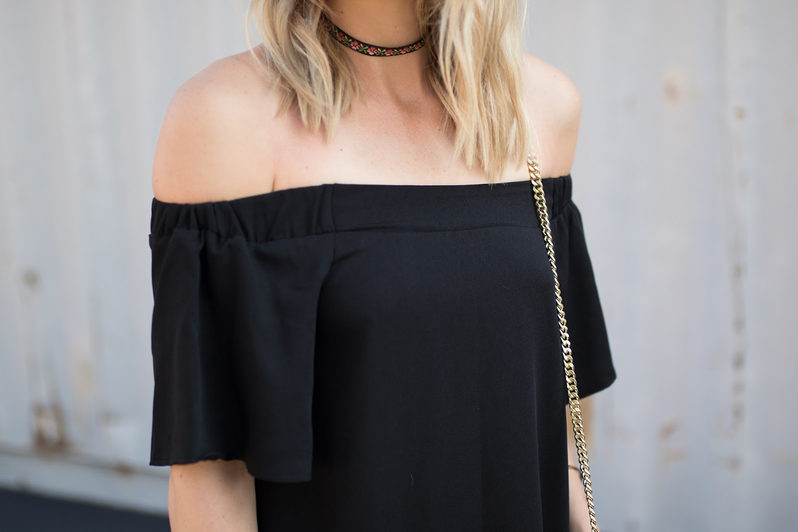 choker + off-the-shoulder