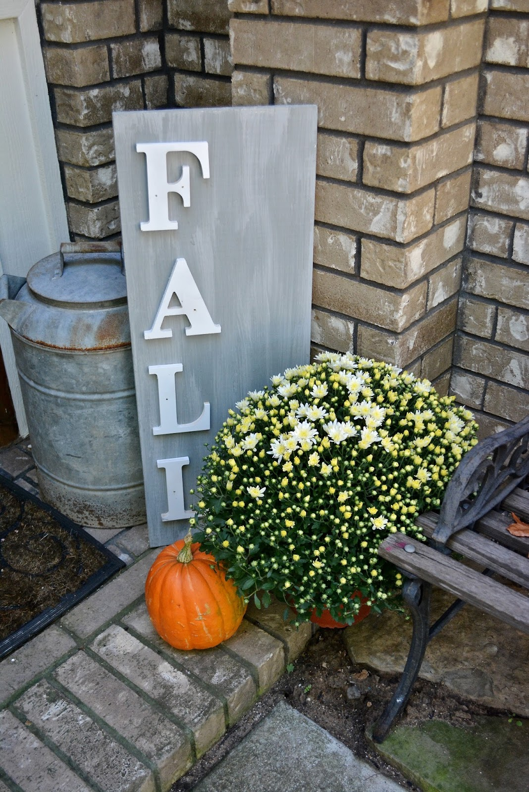 mums, pumpkin, Fall sign
