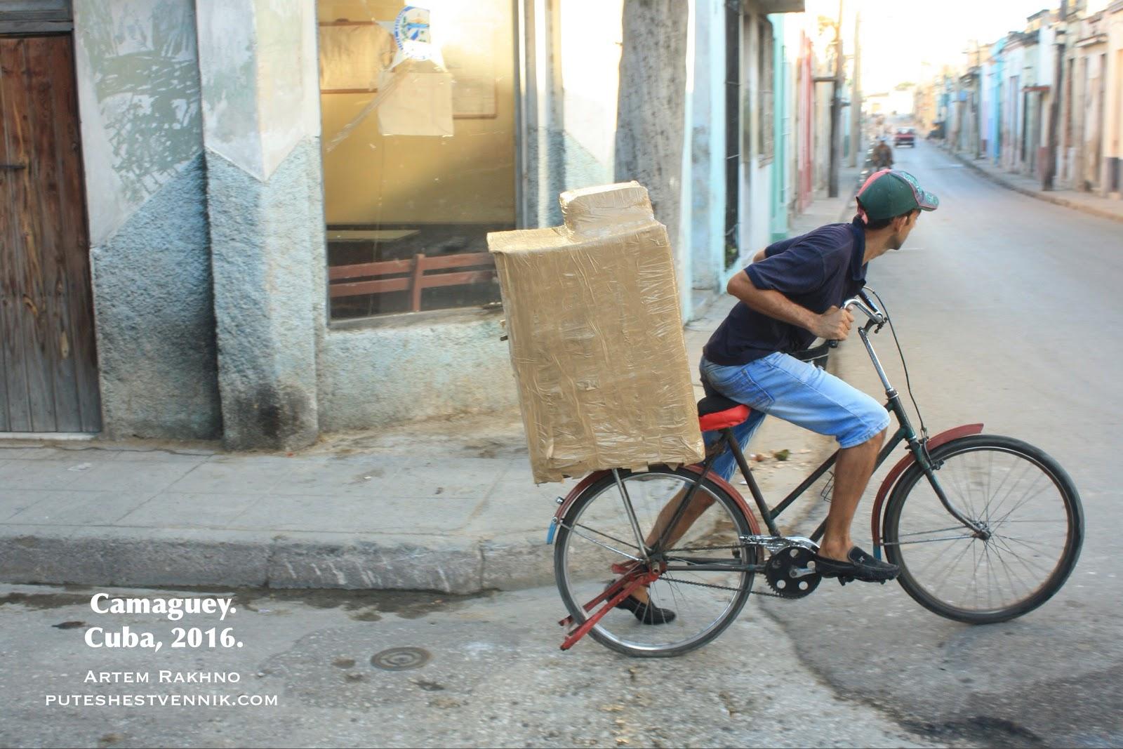 Кубинец развозит хлеб на велосипеде