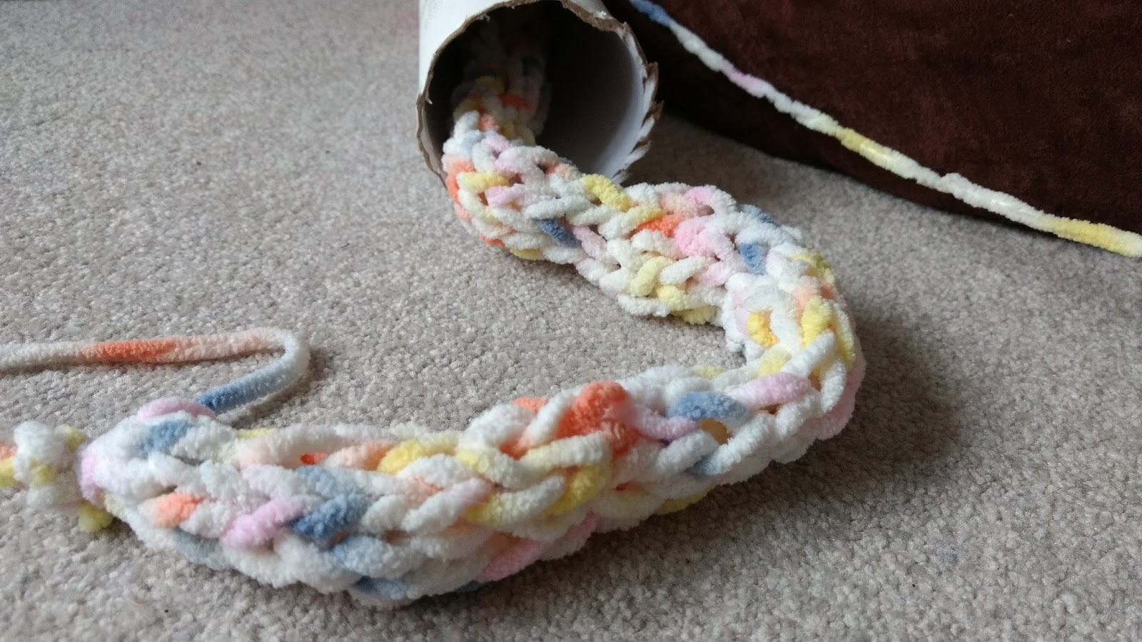 Toilet Roll French Knitting Tutorial: Washi taped toilet paper roll ...
