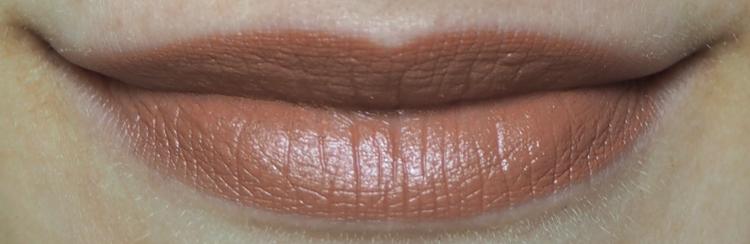 puroBio Lipstick 01 Heller Pfirsich (Pesca Chiaro) Tragebild