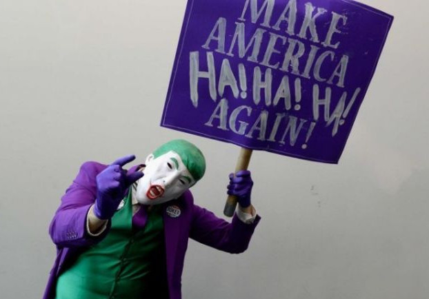 Mark Hamill Reads Donald Trump's Tweet as The Joker