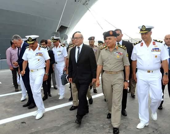 وزيرا دفاع مصر وفرنسا يبحثان تدعيم علاقات التعاون العسكرى بين البلدين ويتفقدان عدد من الوحدات البحرية