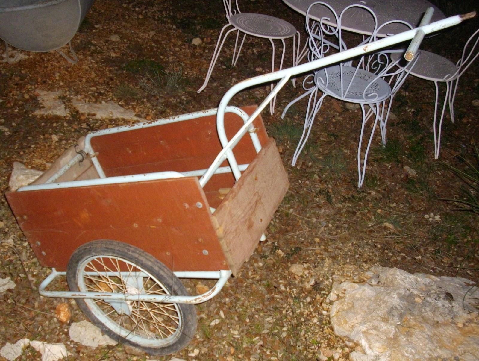 ancienne carriole a v lo remorque cyclo solex charrette fer forg bois. Black Bedroom Furniture Sets. Home Design Ideas