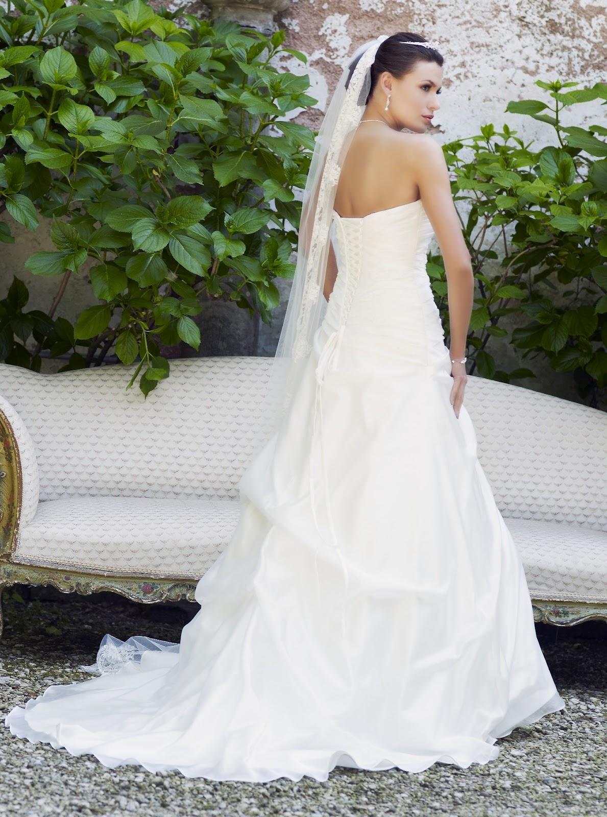46d770d55e LILLY menyasszonyi ruha Hajdúböszörmény. Kölcsönzési ár 36-os méretben: 60.000  Ft Kölcsönzési ár 40-es méretben: 60.000 Ft Eladási ár: 109.000 Ft