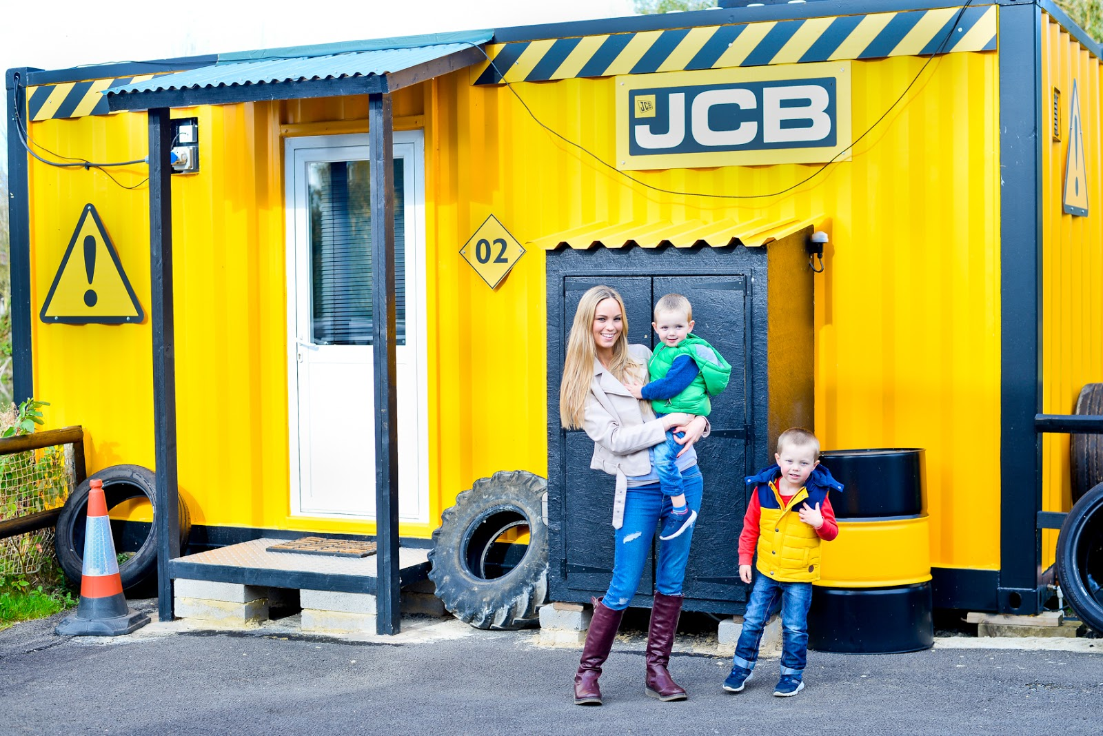 gullivers land, gullivers land milton keynes, gullivers land jcb cabins, gullivers land dinosaur and farm park, jcb accomodation
