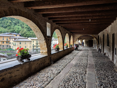 View of the porticoed Via Mercatorum in Averara.