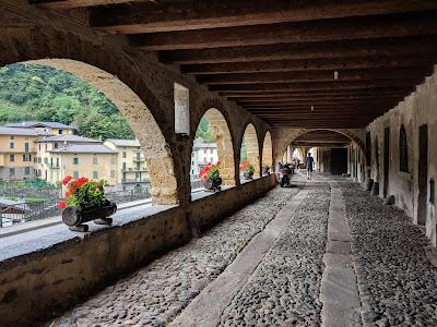 View of the porticoed Via Mercatorum in Averara.