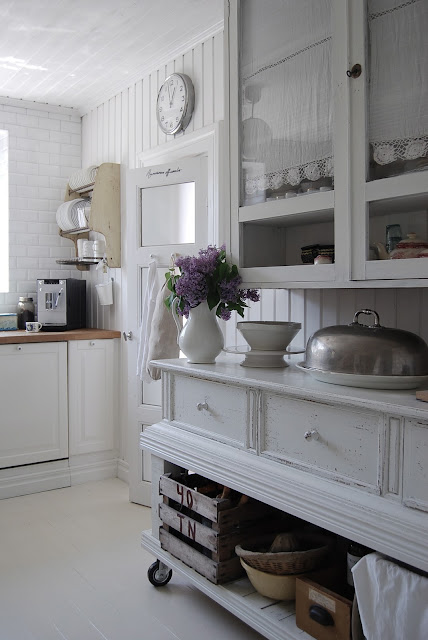 white Scandanavian cottage kitchen