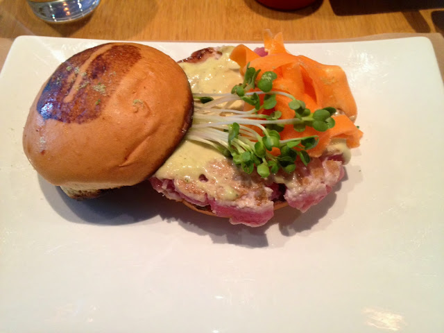 burger, Ahi Tuna, Umami burger, eating fabulously, NYC, restaurant review