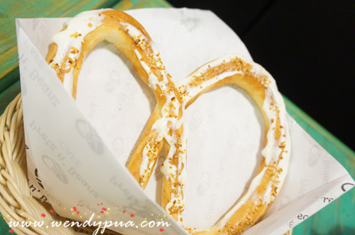 Sour Cream Onion Flakes Pretzel - RM7.50