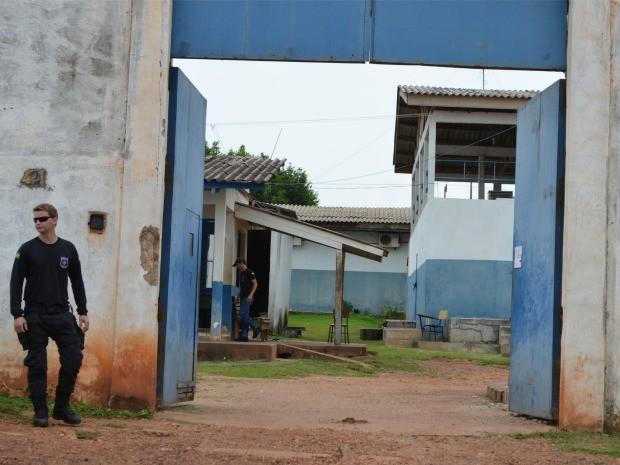 Presos são flagrados com drogas ao voltar de saída temporária em Cacoal