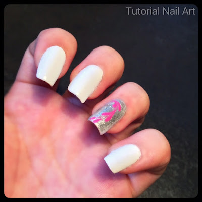 Tutorial nail art bianca con cuore fatta con il metodo dello strisciatom utilizzando un dotter