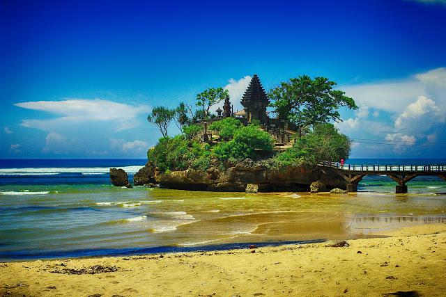 Pesona Pantai Balekambang Malang