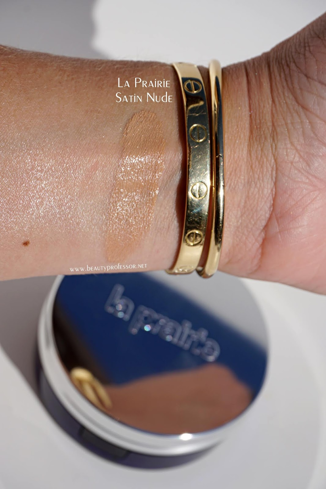 La Prairie Skin Caviar Essence-in-Foundation swatches