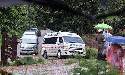 FINAL FELIZ: Todos os 12 meninos e treinador são retirados da caverna na Tailândia