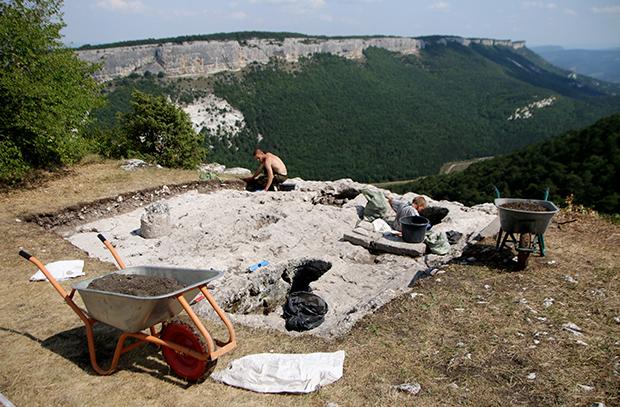 Раскопки: поиск кладов в Крыму