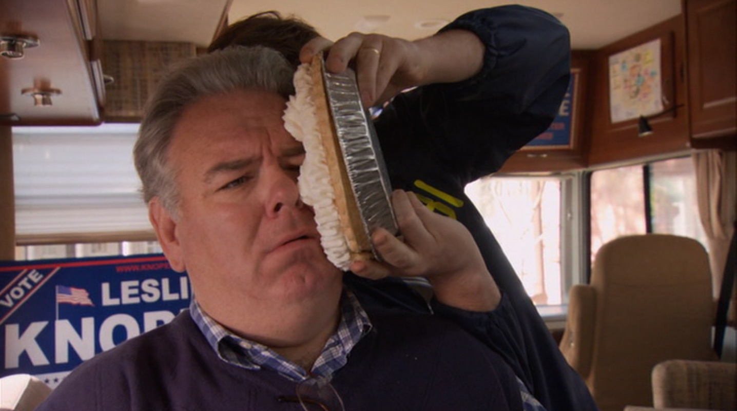 Jerry recibe un tartazo en la cuarta temporada de Parks and Recreation