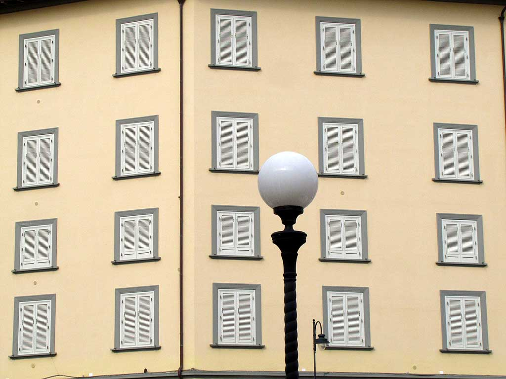 Street light on the Scali delle Ancore with some windows in background, Livorno