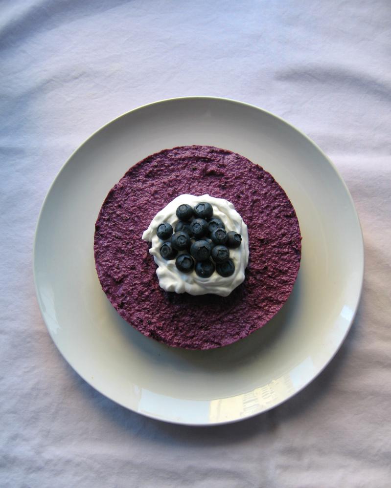 Semifrio de mirtilos com alperces e nozes / Blueberry semifreddo with apricots and walnuts